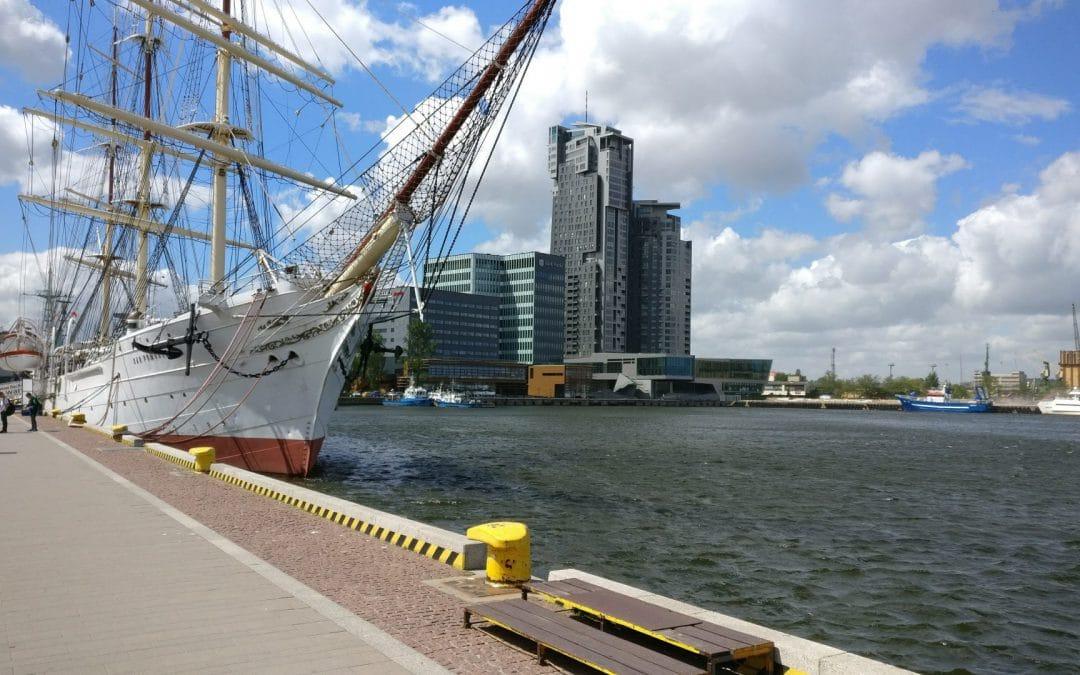 Gdynia-molo południowe (zacumowany Dar Pomorza)